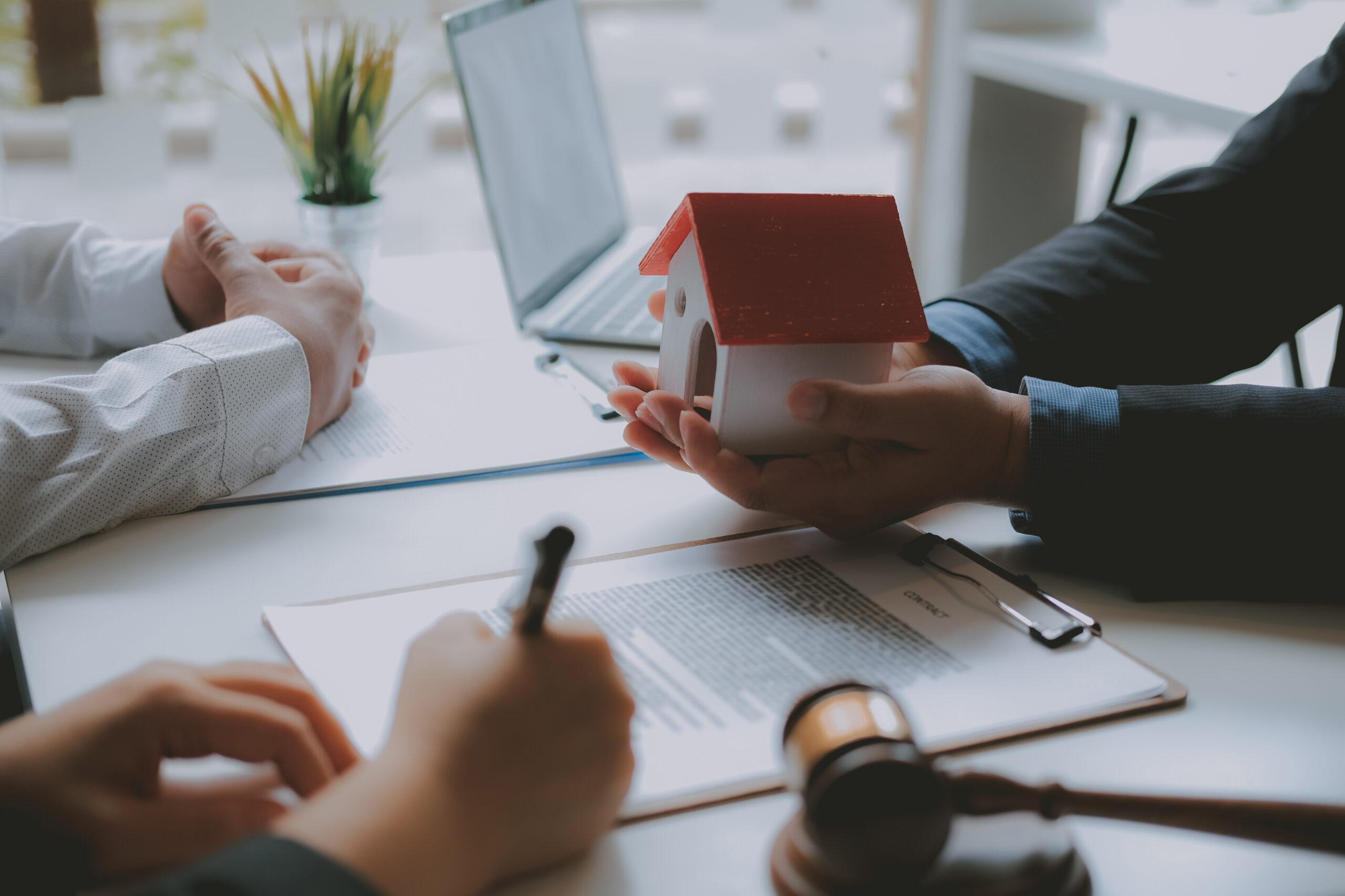כדאיות הבלעדיות – מדוע כדאי לתת בלעדיות בתיווך בעת מכירת הנכס?